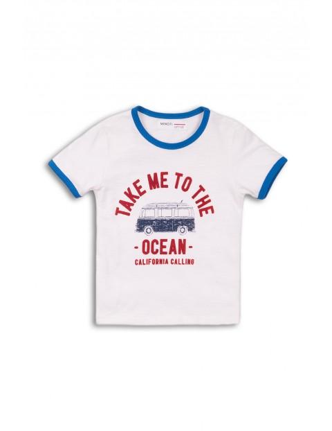 Biały t-shirt chłopięcy z nadrukiem