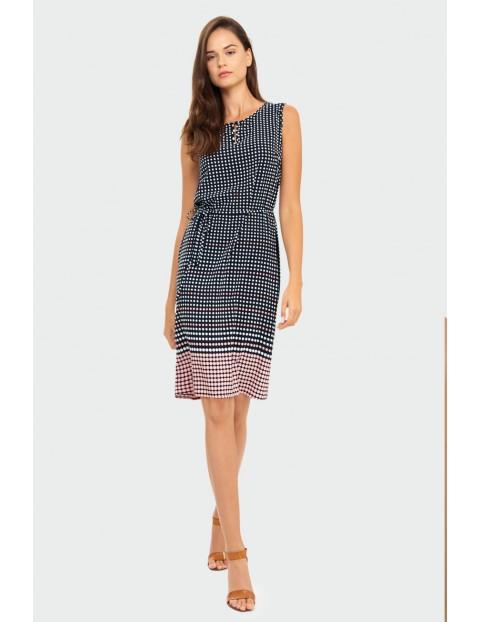 Wiskozowa sukienka z nadrukiem w kropeczki podkreślona talia