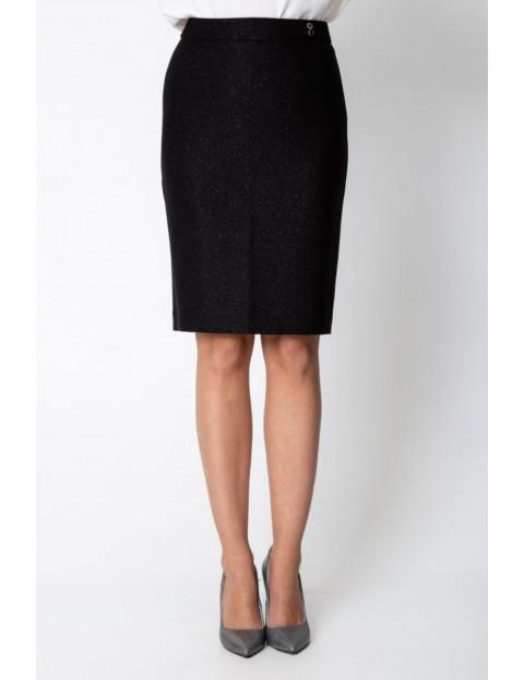 Czarna ołówkowa spódnica z połyskiem