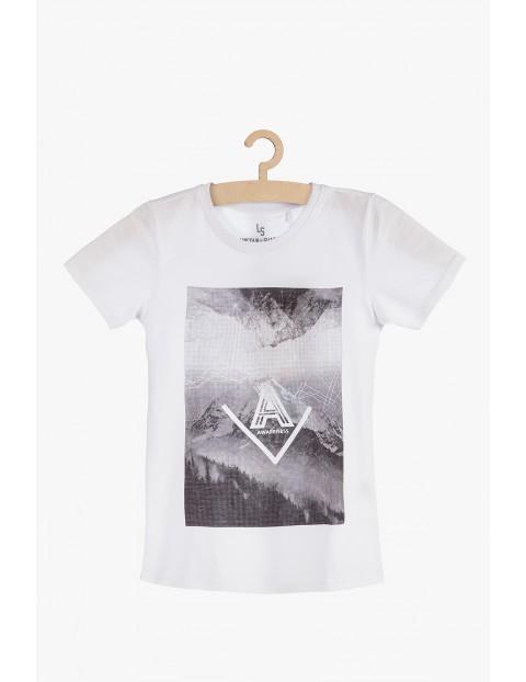 Biały t-shirt z nadrukiem z przodu