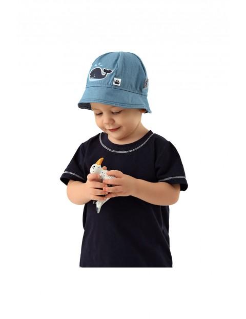 Kapelusz dla niemowlaka niebieski z wielorybem