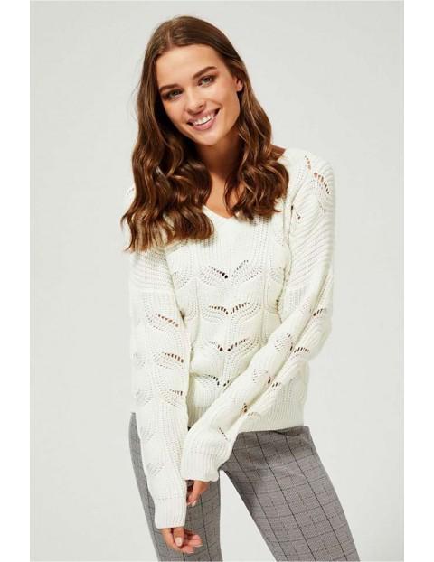 Luźny sweter damski z ażurowym wzorem - ecru