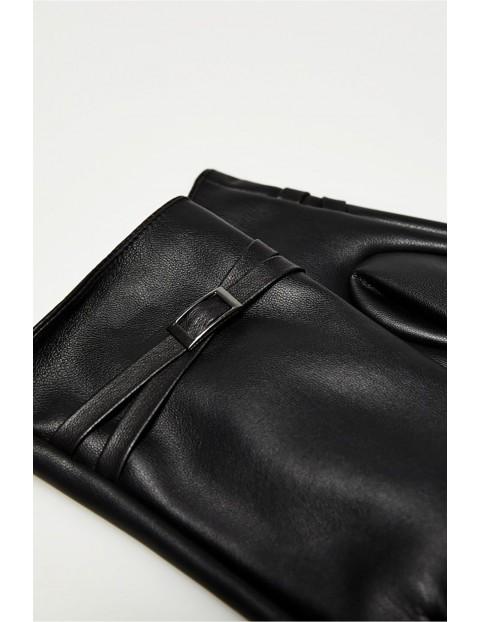 Długie eleganckie rękawiczki damskie wykonane ze skóry ekologicznej - czarne