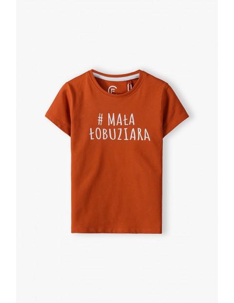 Bawełniany czerwony  t-shirt dziewczęcy z napisem #Mała Łobuziara