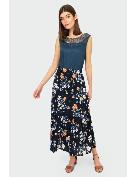 Czarna wiskozowa spódnica w kwiaty , z falbaną