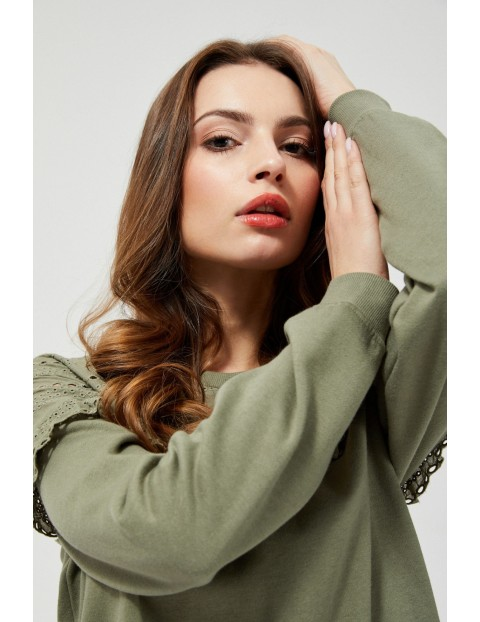 Bluza dresowa damska z ażurowym zdobieniem - zielona