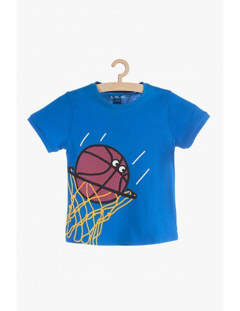 T-Shirt chłopięcy niebieski z nadrukowaną piłką do koszykówki