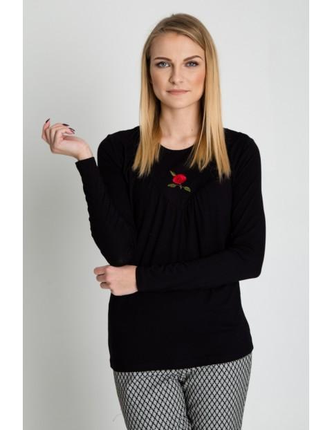 Czarna bluzka z haftem na przodzie