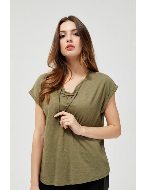 Bluzka w kolorze oliwkowym z wiązaniem przy dekolcie