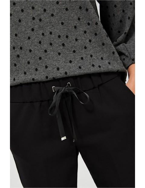 Spodnie cygaretki z wiązaniem w pasie - czarne