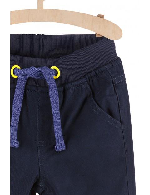 Granatowe spodnie z bawełnianą podszewką