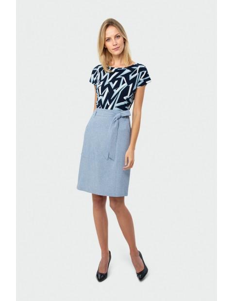 Niebieska ołówkowa spódnica damska z paskiem w talii