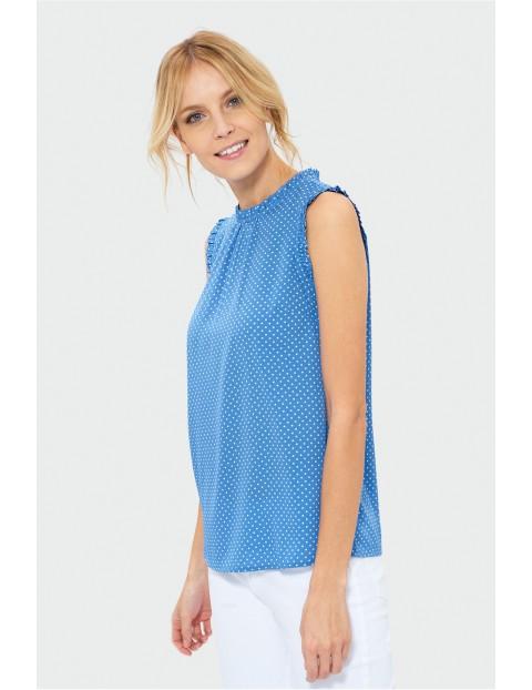 Bluzka bez rękawów z ozdobną falbanką przy dekolcie- niebieska w białe kropki