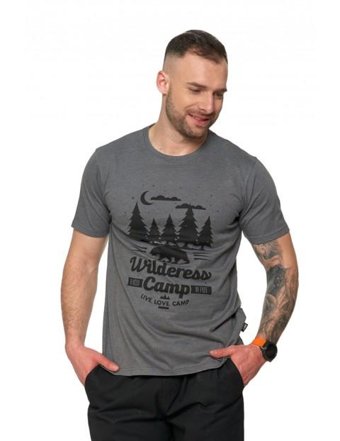 T-shirt męski z wakacyjnym nadrukiem w kempingowym klimacie- szary