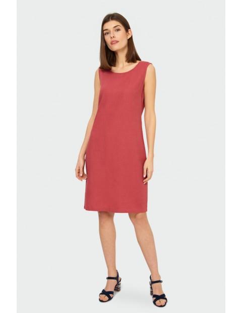 Czerwona lniana sukienka o prostym kroju