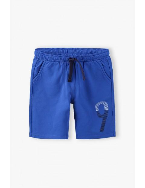 Krótkie spodenki chłopięce w kolorze niebieskim