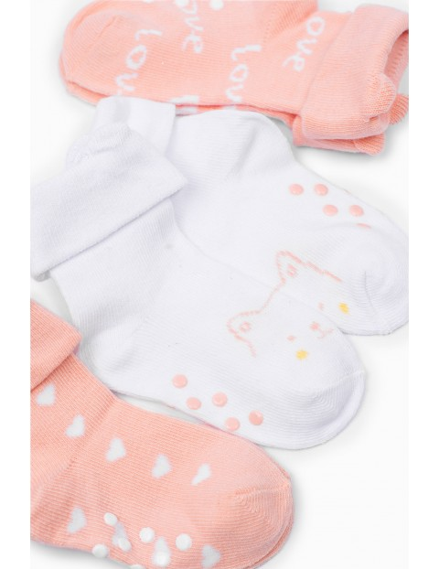 Skarpetki niemowlęce w serduszka z ABS - 3 pak