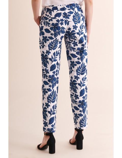 Spodnie damskie w niebieskie duże kwiaty Tatuum