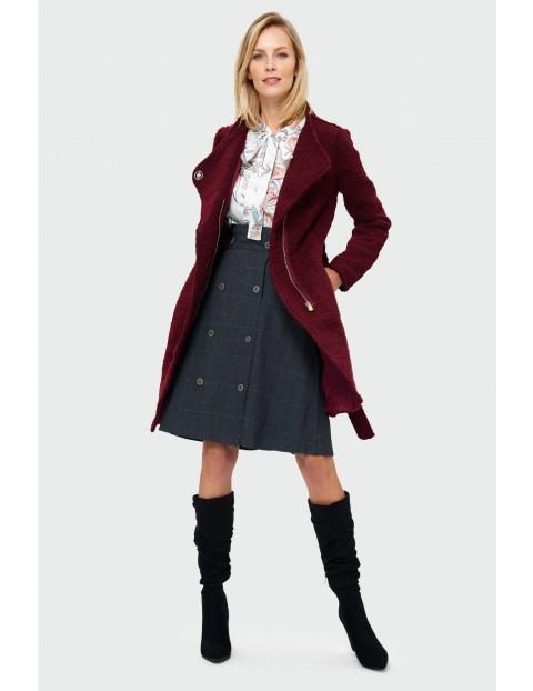 Płaszcz damski z asymetrycznym zapięciem - bordowy