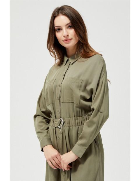 Oliwkowa sukienka w stylu koszulowym