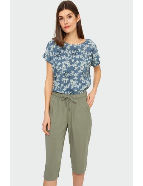 Niebieski T-shirt damski na krótki rękaw w kwiatki