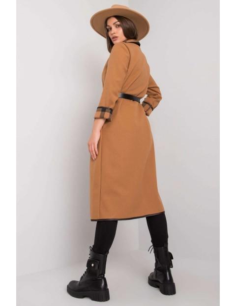 Beżowy płaszcz z kieszeniami