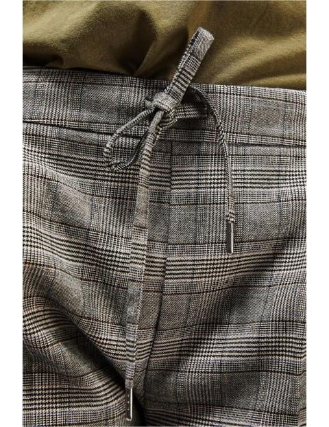 Eleganckie spodnie w kratkę z gumką w pasie - szare
