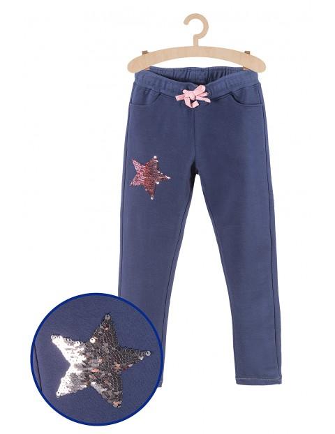Spodnie dresowe z cekinową gwiazdką