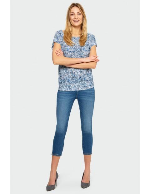 Niebieski T-shirt damski ma krótki rękaw z nadrukiem