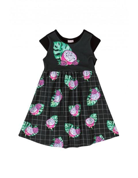 Czarna sukienka w owocowe wzory
