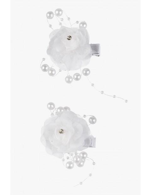 Białe spinki do włosów- kwiatki