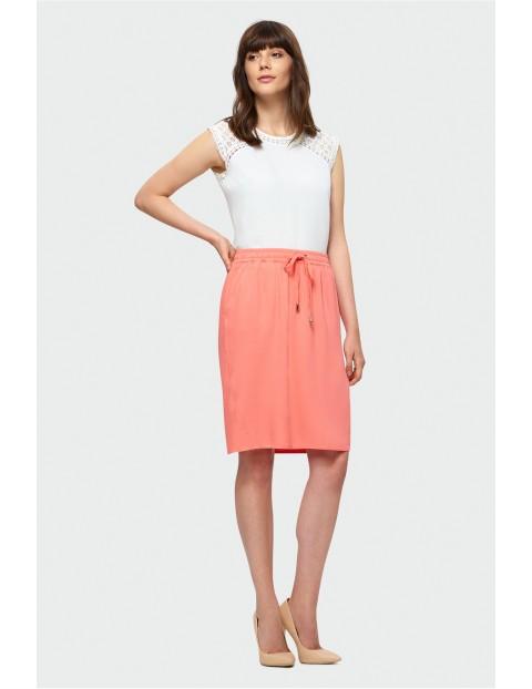 Łososiowa spódnica do kolan z elastyczną talią