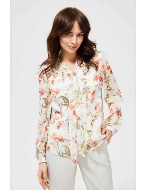 Biała koszula damska w kwiaty z wiązaniem przy dekolcie
