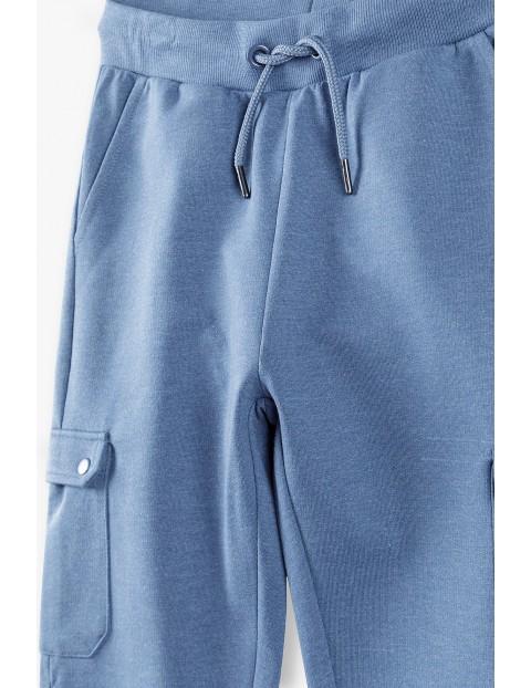Spodnie dresowe chłopięce niebieskie z bocznymi kieszeniami