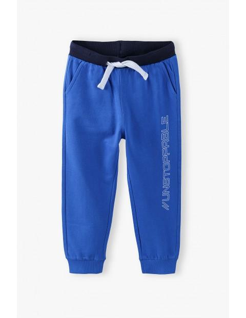 Spodnie dresowe chłopięce w kolorze ciemnoniebieskim