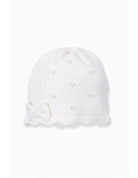 Czapeczka ażurowa niemowlęca z kokardką - biała