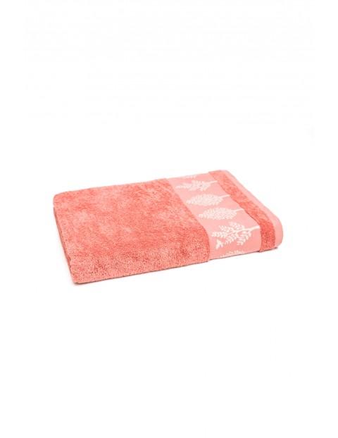 Bawełniany ręcznik w kolorze łososiowym 50x90 cm