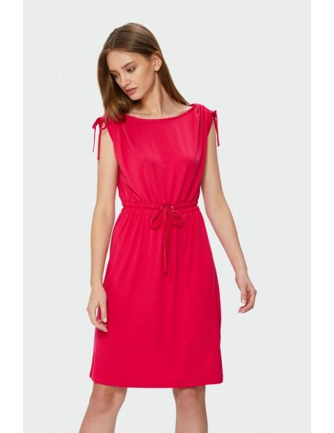 Luźna sukienka odcięta w talii z troczkiem- czerwona