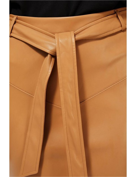 Ołówkowa spódnica ze skóry ekologicznej - brązowa