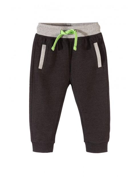 Spodnie dresowe chłopięce 1M3532