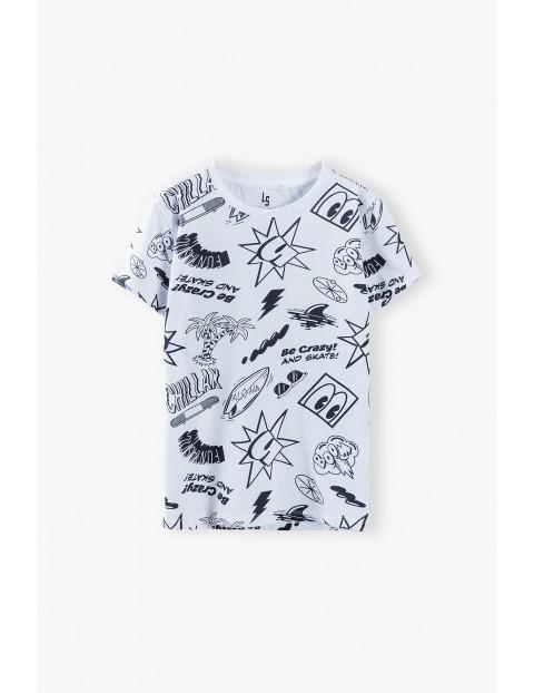 T-shirt chłopięcy w kolorze białym we wzory