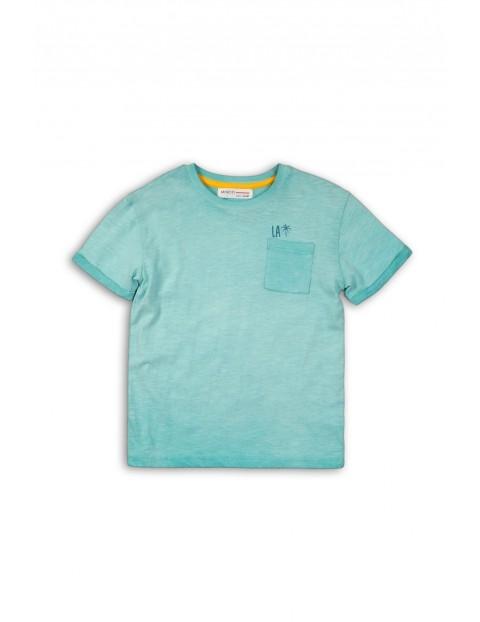 Niebieski t-shirt z nadrukiem na plecach