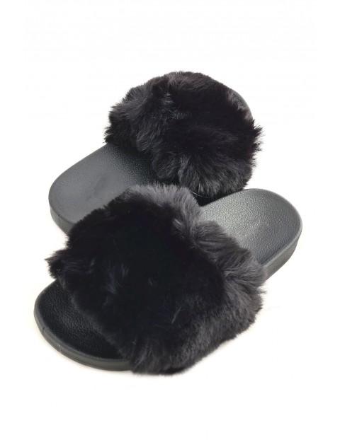 Klapki damskie z futerkiem - czarne