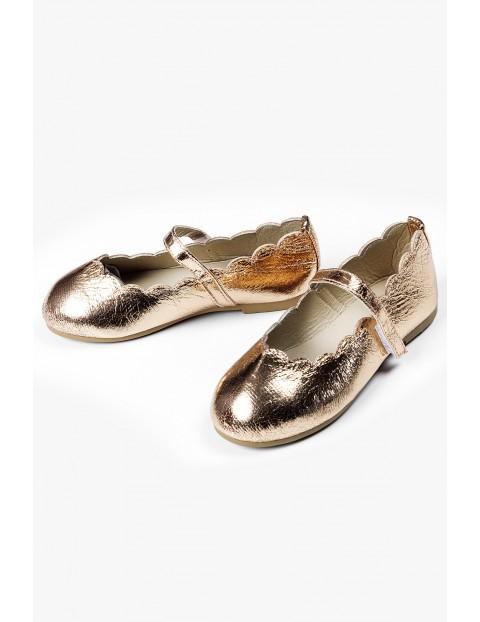 Złote balerinki z paskiem - buty