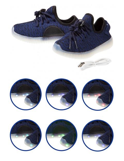 Buty z podświetlaną podeszwą