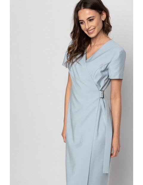 Niebieska sukienka na krótki rękaw