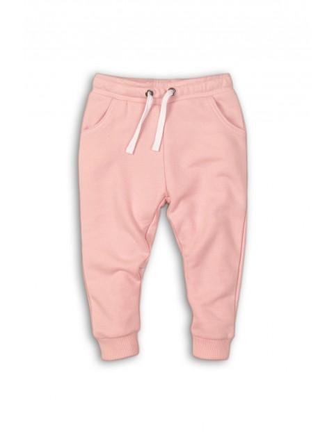 Spodnie dresowe dziewczęce różowe z napisem z tyłu