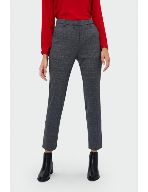 Spodnie damskie w kratę- klasyczny fason