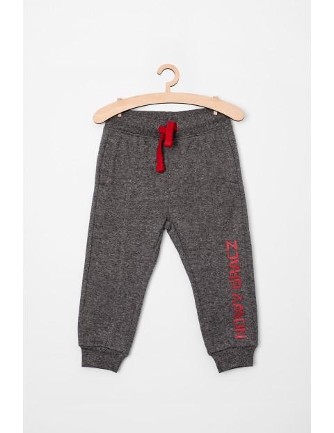 Dresowe spodnie dla niemowlaka