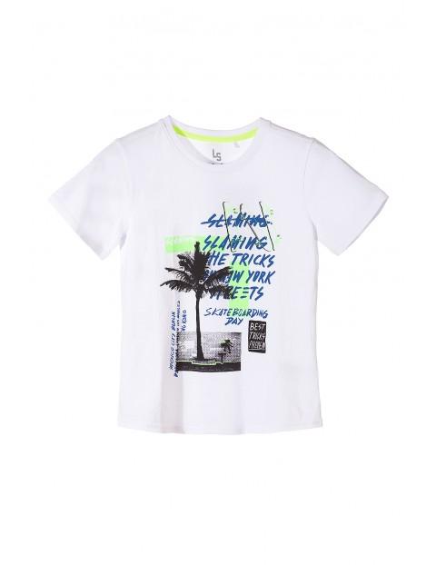 Bawełniany t-shirt chłopięcy z kolorowymi nadrukami